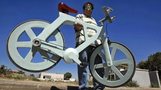 Znalezione obrazy dla zapytania rower z makulatury
