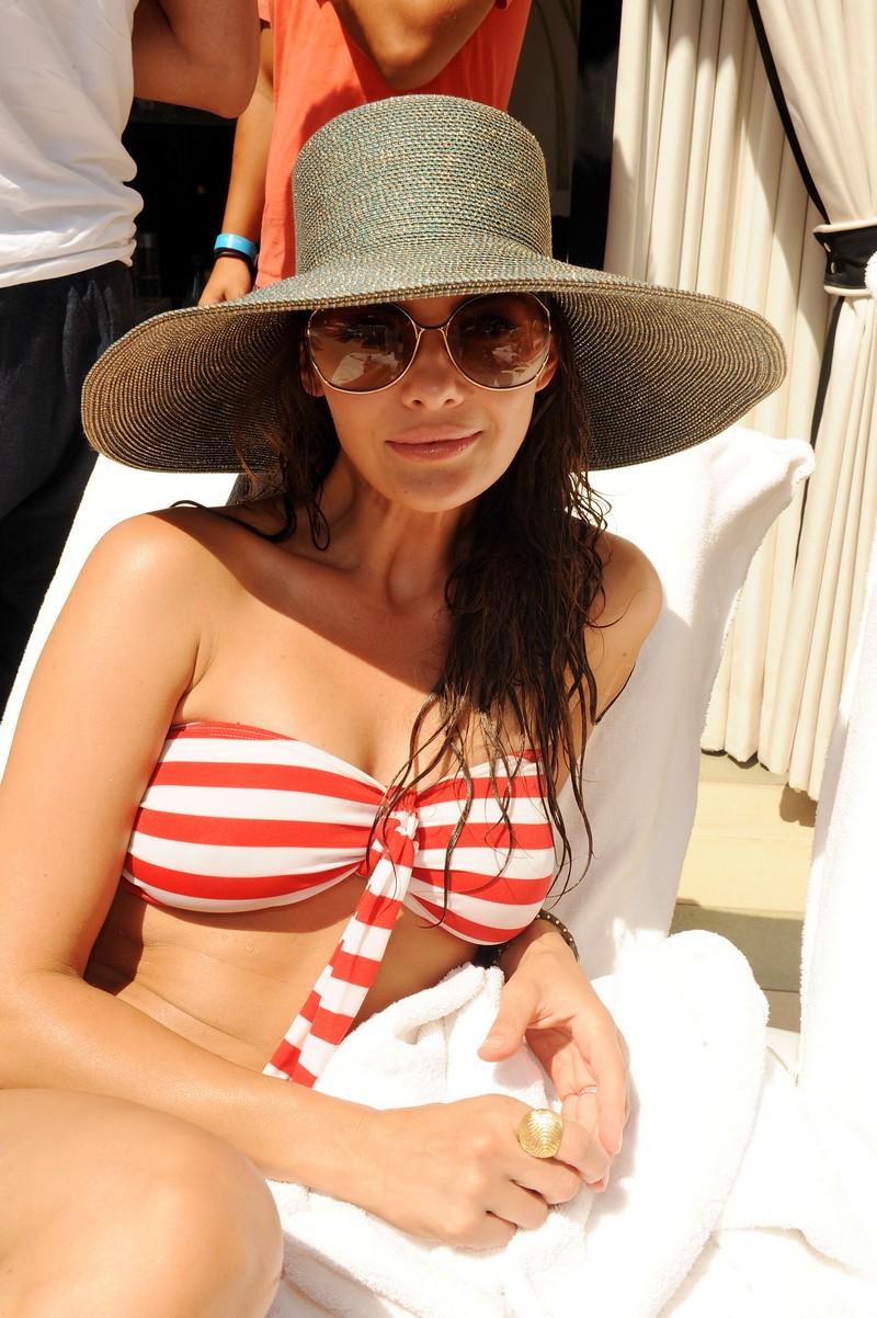 Ali Landry Sexy boobs