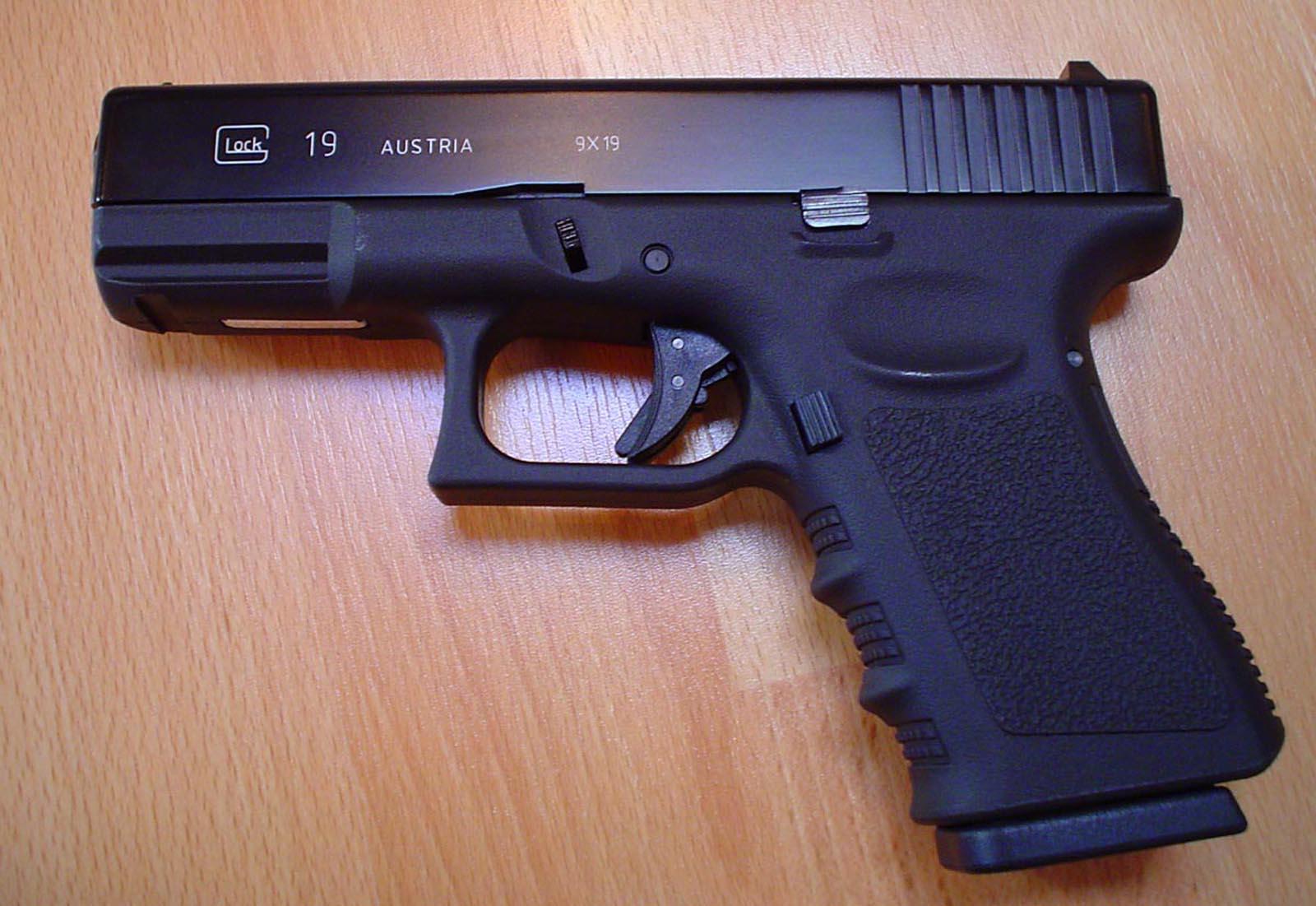 http://4.bp.blogspot.com/-k5pmzqaYSew/Tn1YPaw1FNI/AAAAAAAABTk/uNwLZVPBlbE/s1600/Glock-19_9x19_HD_Gun_pistols_Wallpapers_Vvallpaper.net.jpg