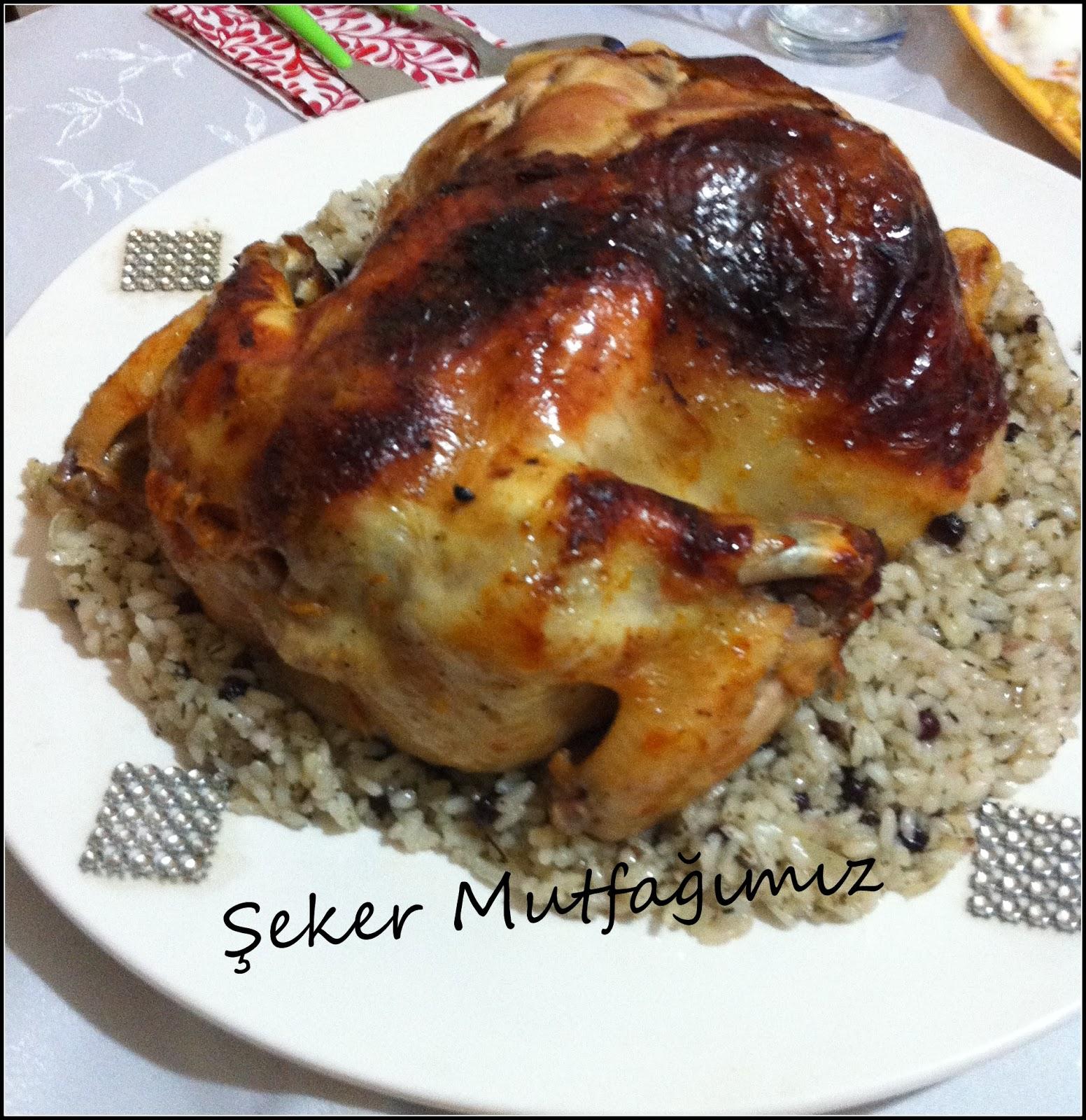 Kırmızı biberli ve iç pilavlı tavuk sarma