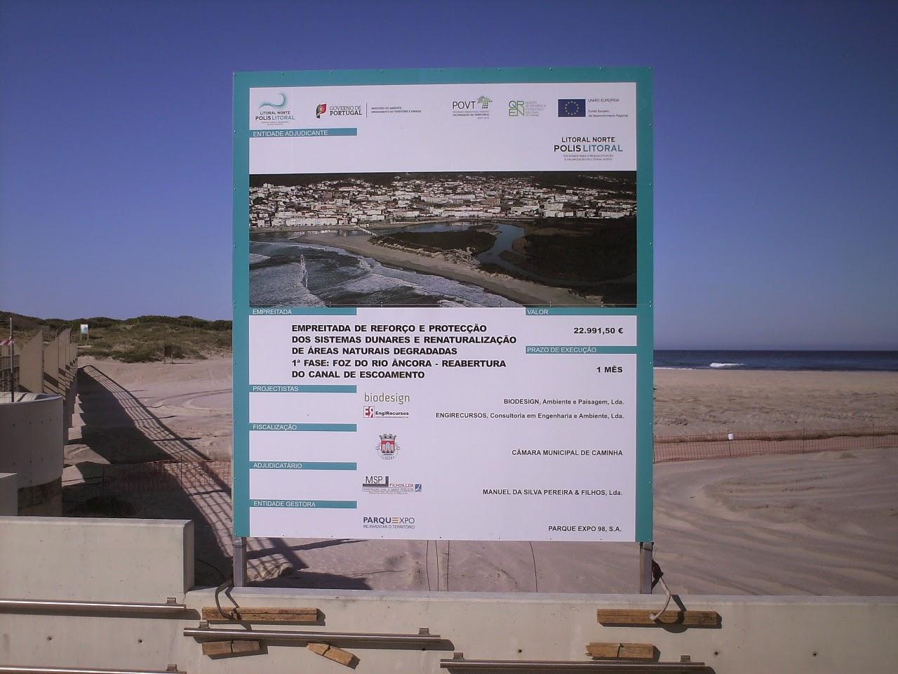 Placar informativo da reabertura do canal de escoamento do rio âncora