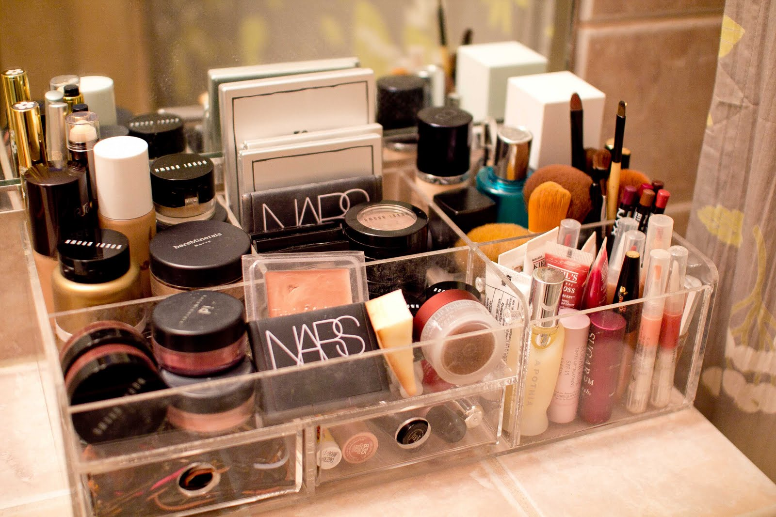 23 tremendous makeup organizer ideas slodive Makeup organizer ideas