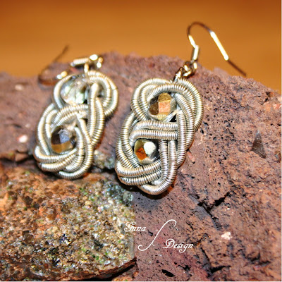 Tutorial Celtic square knot from coiled wire with beads made by Gunadesign