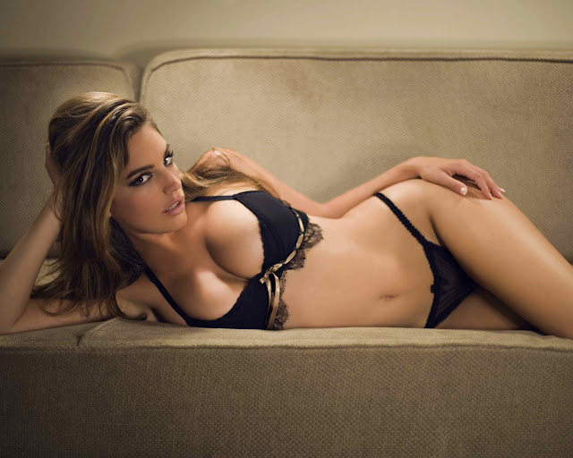 England Actress Kelly Brook Photo Gallery