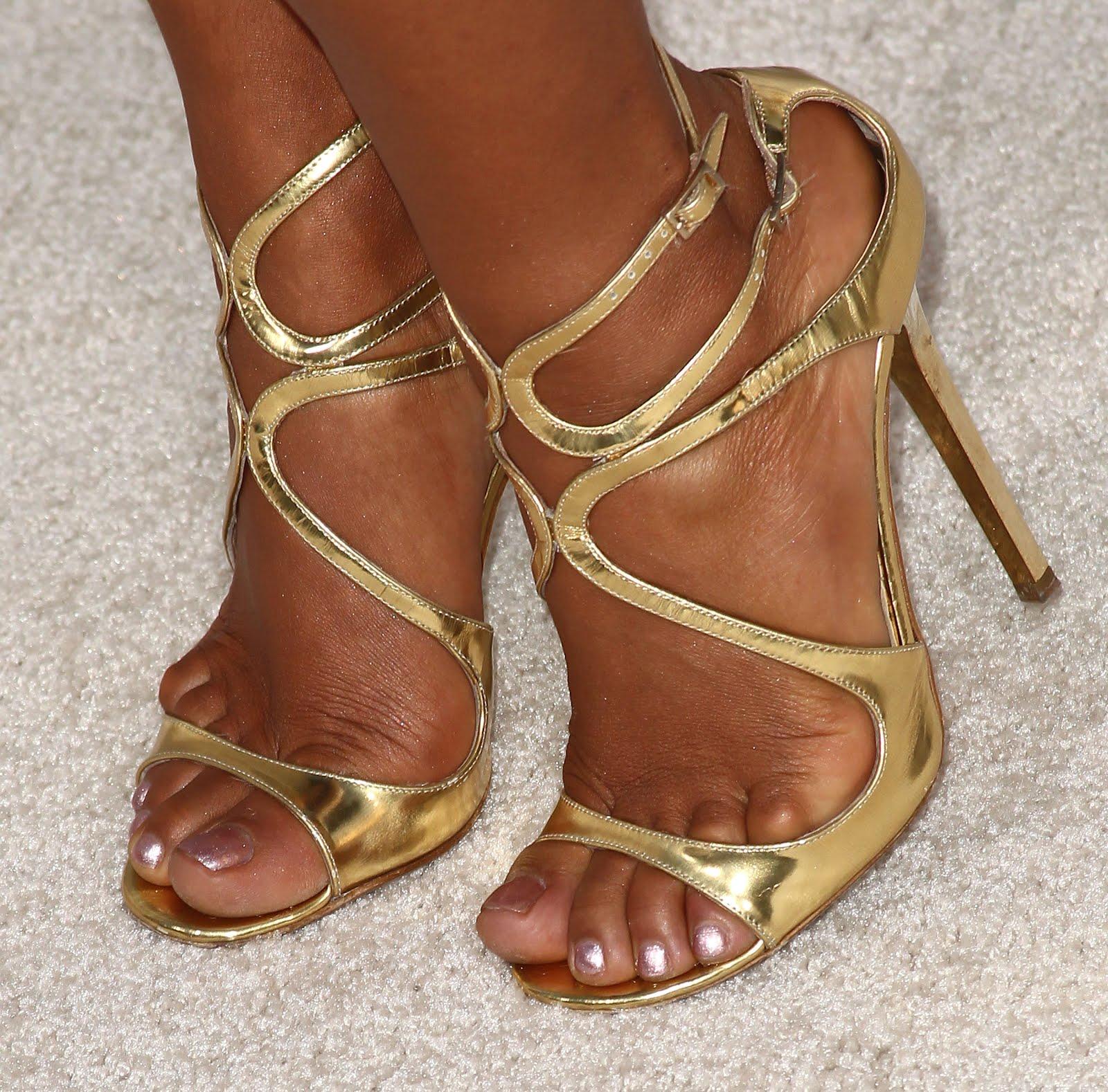 http://4.bp.blogspot.com/-k7cxJRpfPIo/UBp-jSrWbKI/AAAAAAAAATU/lC_7oIomNDc/s1600/Christina_Milian_Feet_001.jpg
