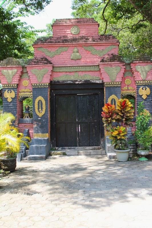 Gerbang Makam Kuno Taman