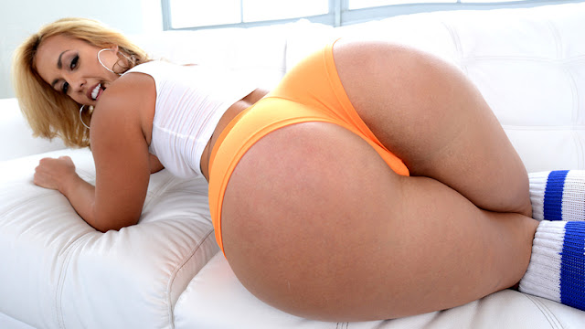 Kelsi Monroe - Kelsi Monroe Dirty minds (Monster Curves)