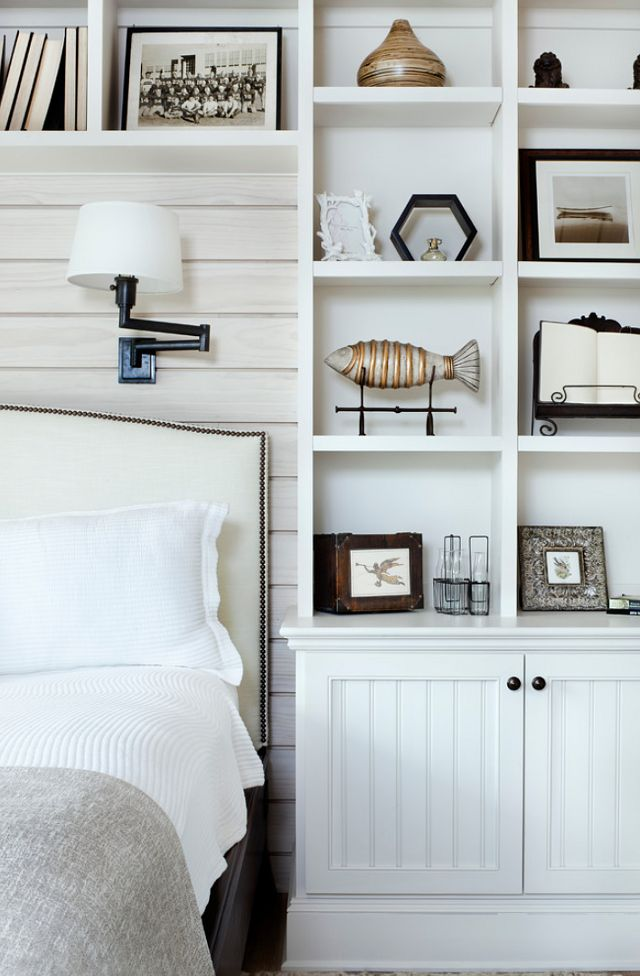 Coastal style hamptons chic for Bedroom bookshelves