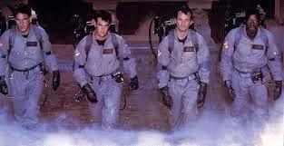 Los Cazafantasmas, un equipo formado por Egon, Ray, Peter y Winston para combatir situaciones paranormales.