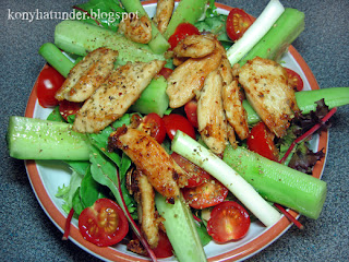 green-salad-with-browned-chicken-breast