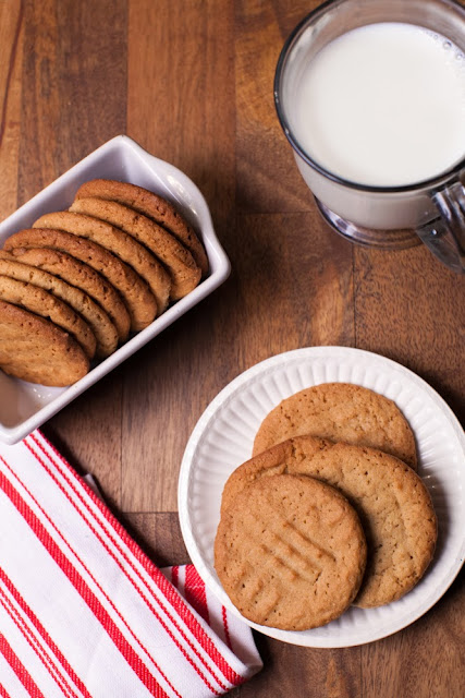 12 Days of Christmas Treats Day 5: Peanut Butter Cookies