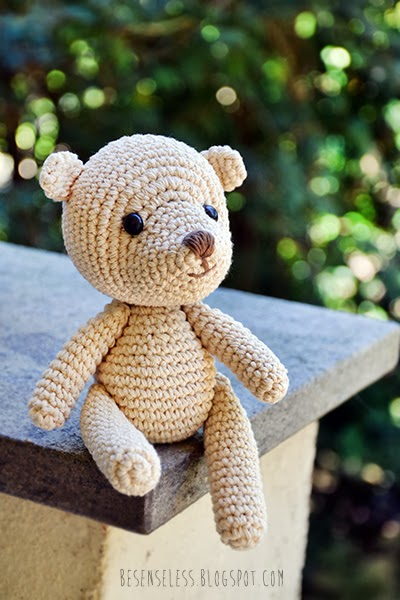 Baby Teddy bear amigurumi - besenseless.blogspot.com