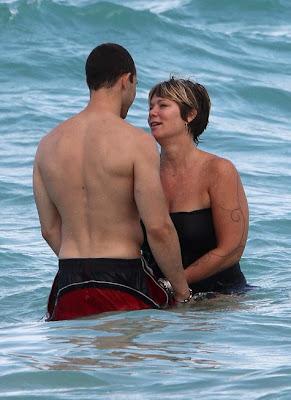 Holly Celebrity Gossips Mia Michaels With Her Boyfriend In Beach