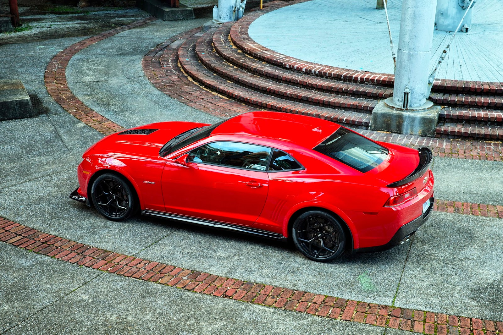 Motor Trend's 2014 Best Driver's Car is Chevrolet Camaro Z/28
