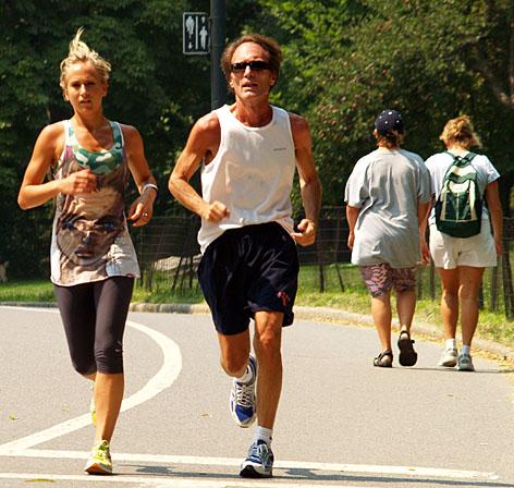 http://4.bp.blogspot.com/-k924k_7UAbg/TehXbDIt5RI/AAAAAAAAALw/iIxrELKmnN0/s1600/olahraga.jpg