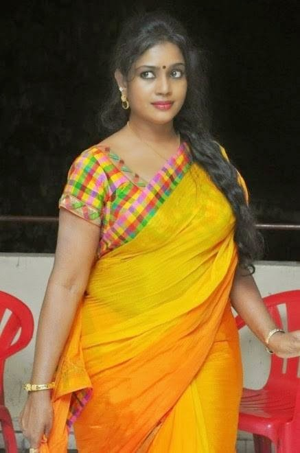 South Indian Hot Actress Jayavani Cleavage And Boobs Show
