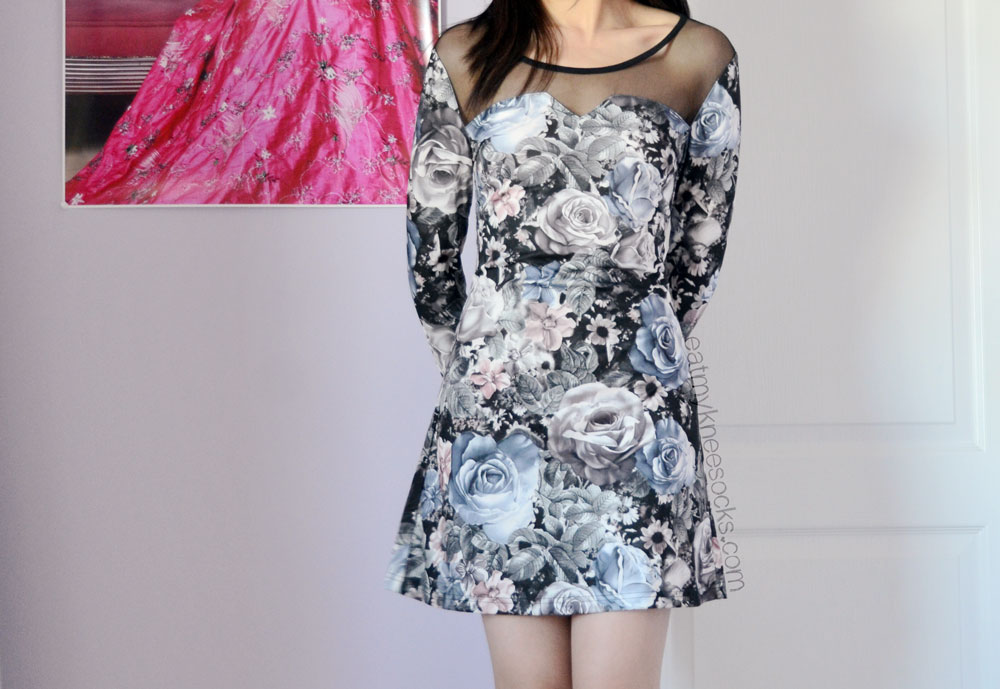 Modeled photos of the lace-up back rose print floral dress from Romwe.