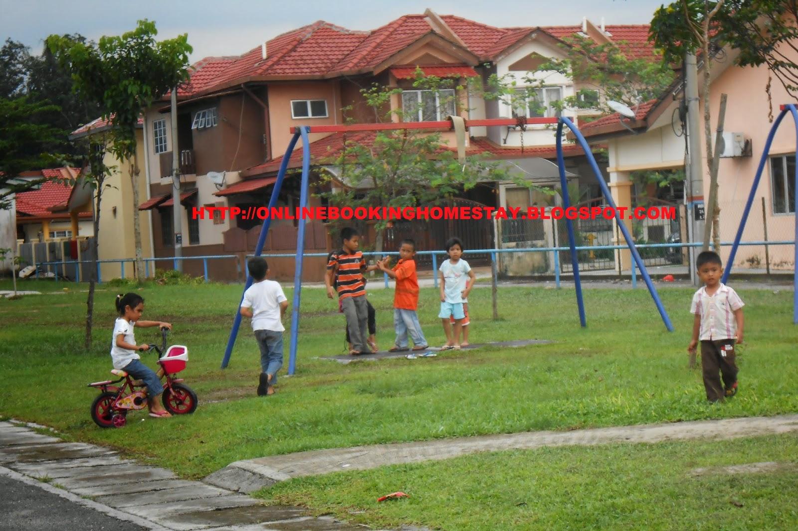 Taman Permainan Kanak-kanak di Rumah Taman Permainan Kanak-kanak-di