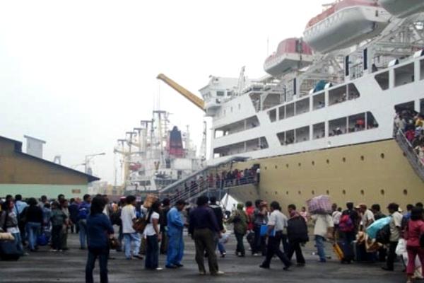 Pelabuhan Belawan Medan Sumatera Utara. MARITIME LINE