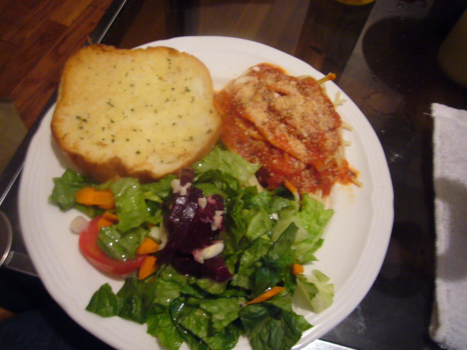 Koko's Kitchen: Pasta with Marinara,Garlic Bread, Green Salad ...