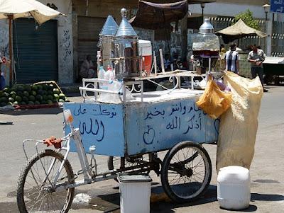 Kharoub Carob Getränk auf ägyptischer Straße