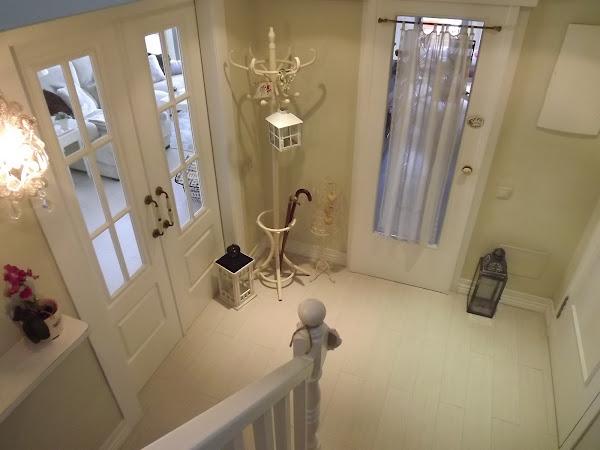 Puertas blancas con parquet decorar tu casa es - Decoracion puertas blancas ...