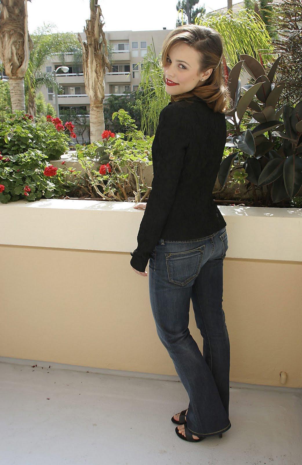 http://4.bp.blogspot.com/-kAtpsMJIq04/TelX5Df-MVI/AAAAAAAAAKc/ZZ1FteWiUUY/s1600/Rachel+McAdams+%252814%2529.jpg