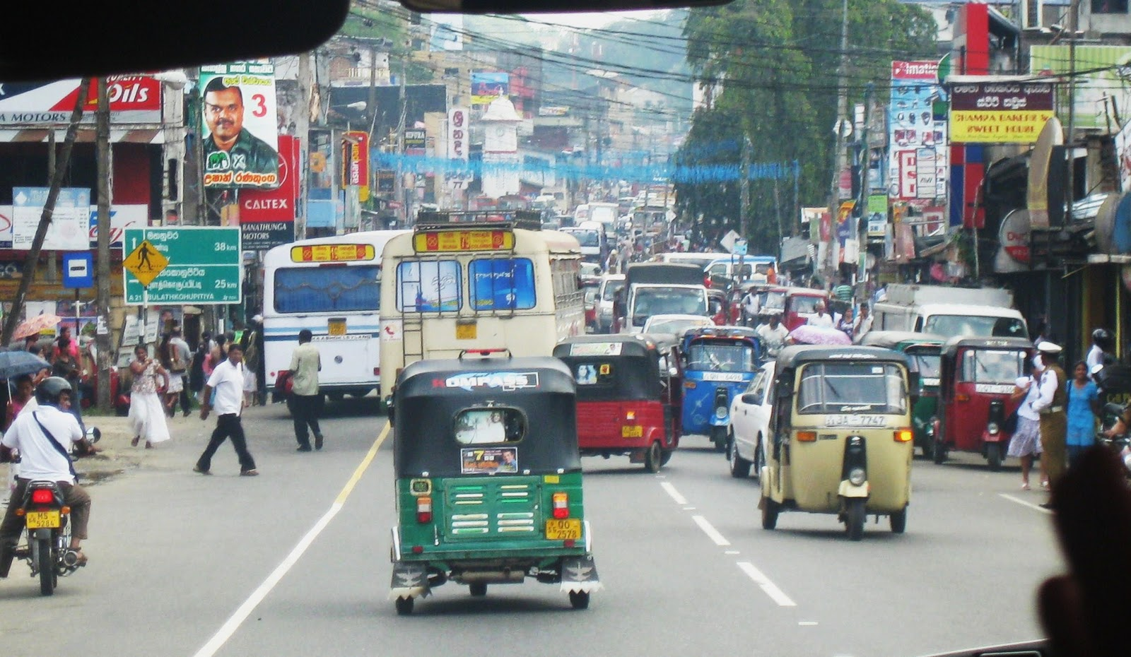 traffic congestion in sri lanka Colombo: the new tariffs on car imports in sri lanka are aimed at discouraging imports of big cars to ease traffic congestion while ensuring revenue for the government, finance minister ravi.