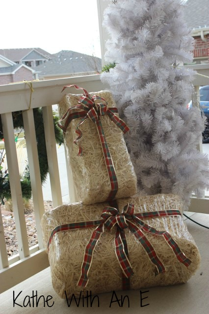 Front Porch Christmas Decor Re-Using Straw Bales from Fall Decor~Kathe With An E