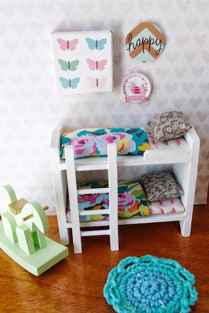 Dollhouse bunkbeds