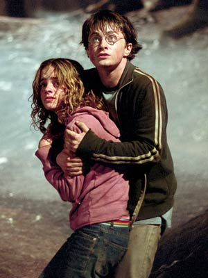 Harry grabs Emma protectively in Harry Potter and the Prisoner of Azkaban movieloversreviews.blogspot.com