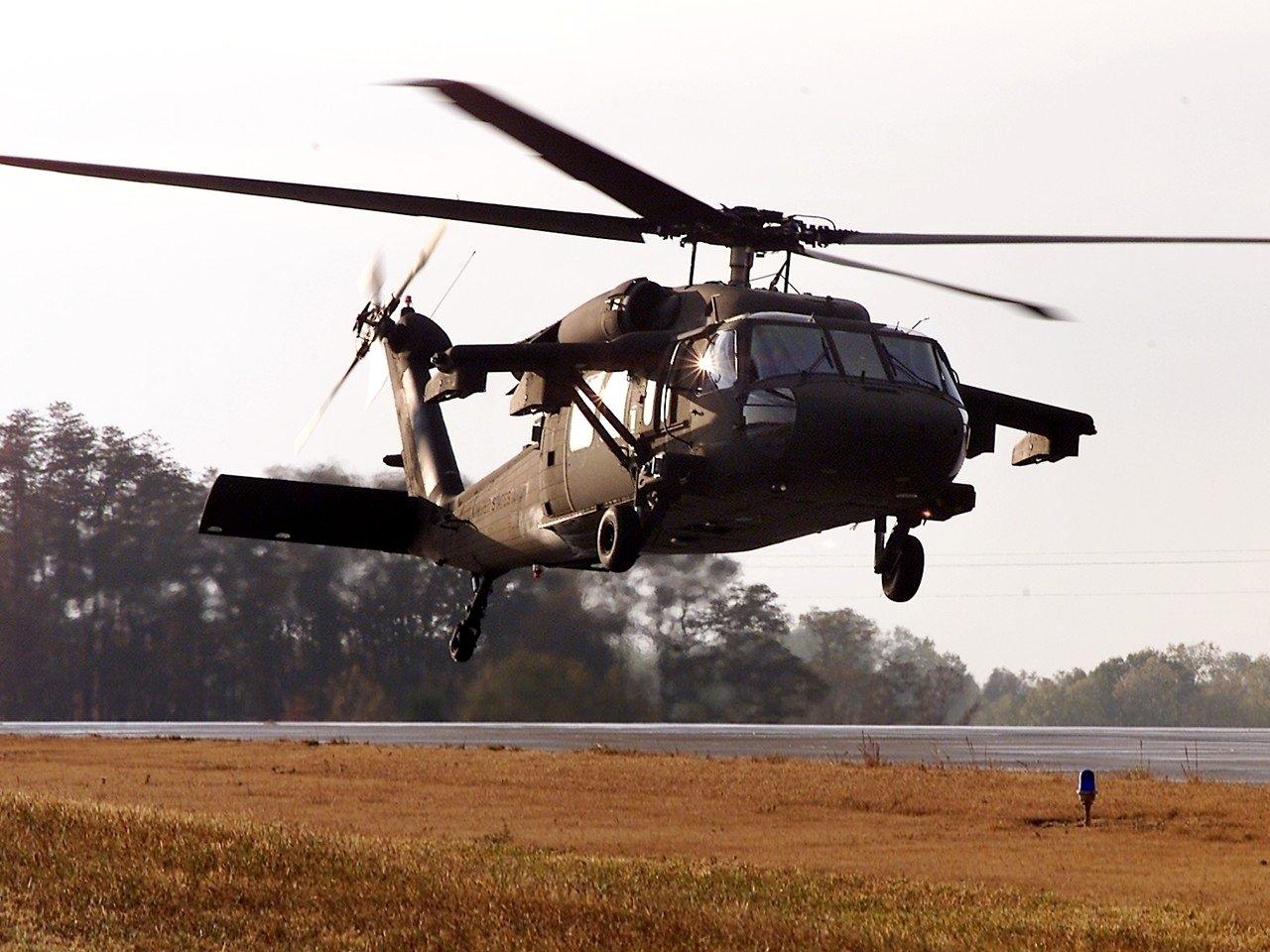 http://4.bp.blogspot.com/-kBwa27voEhE/TrCBdWMDTkI/AAAAAAAAGhU/r3yKx0sVsh4/s1600/uh60_blackhawk.jpg
