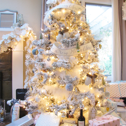 flocking your own tree is pretty doable and the fake snow looks so dreamy if you feel so inspired to begin to your holiday