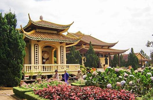 Cho thuê xe  đi Thiền Viện Trúc Lâm