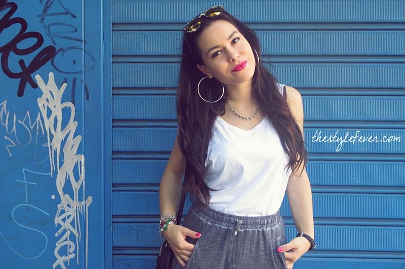 Outfit minimal, white and grey look, orecchini a cerchio, fashion blogger Bari