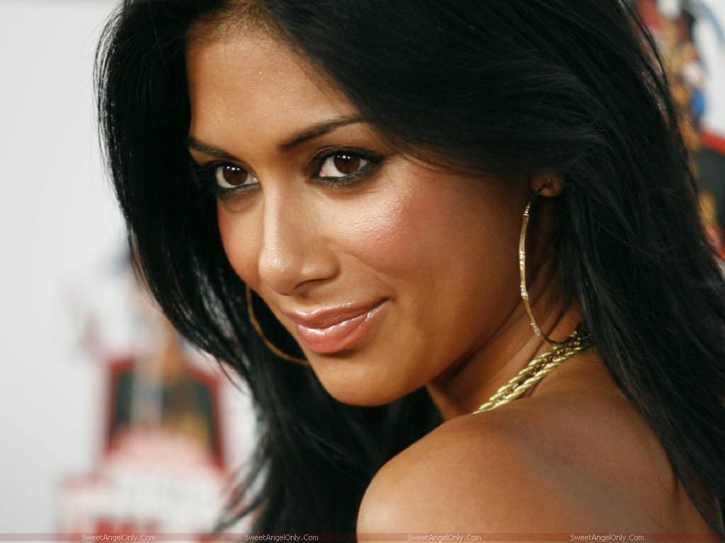 http://4.bp.blogspot.com/-kCVm90pRR0U/TaiYzc24NuI/AAAAAAAABmQ/gOgFeZpNr-Y/s1600/nicole_scherzinger_beautiful_face_wallpaper.jpg