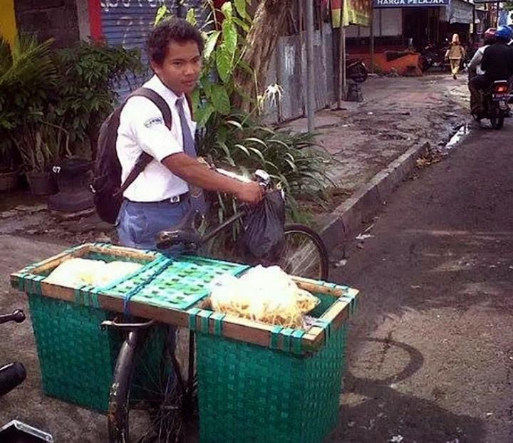 Desi sang Penjual Slondok