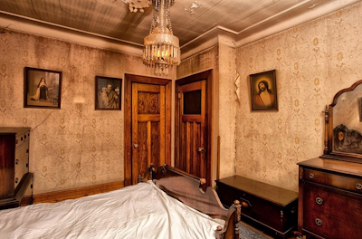 The dusty victorian old montreal house the meaning of atmosphere Hallway to master bedroom
