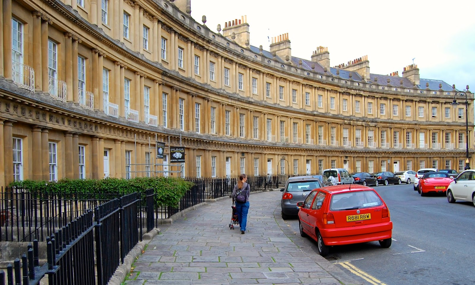 Strolling around the Circus in Bath