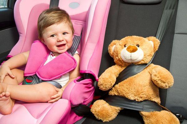Alege corect scaunul auto pentru copii