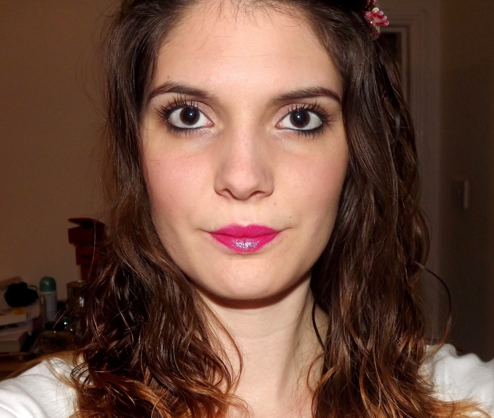 http://4.bp.blogspot.com/-kDAmLK2OaAk/UU4ETZIFpsI/AAAAAAAACzk/vuvz-zN6Ez8/s1600/bright+pink+eyes.jpg