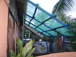 Vista da outra lateral da casa ecológica
