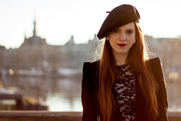 Retro / vintage fashion blogger outfit with a lace dress, tailcoat and beret