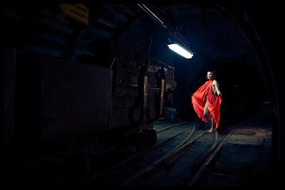 """""""Nazywam się Barbara"""" - monodram w zabytkowej kopalni Guido w Zabrzu. fot. Łukasz Cyrus"""