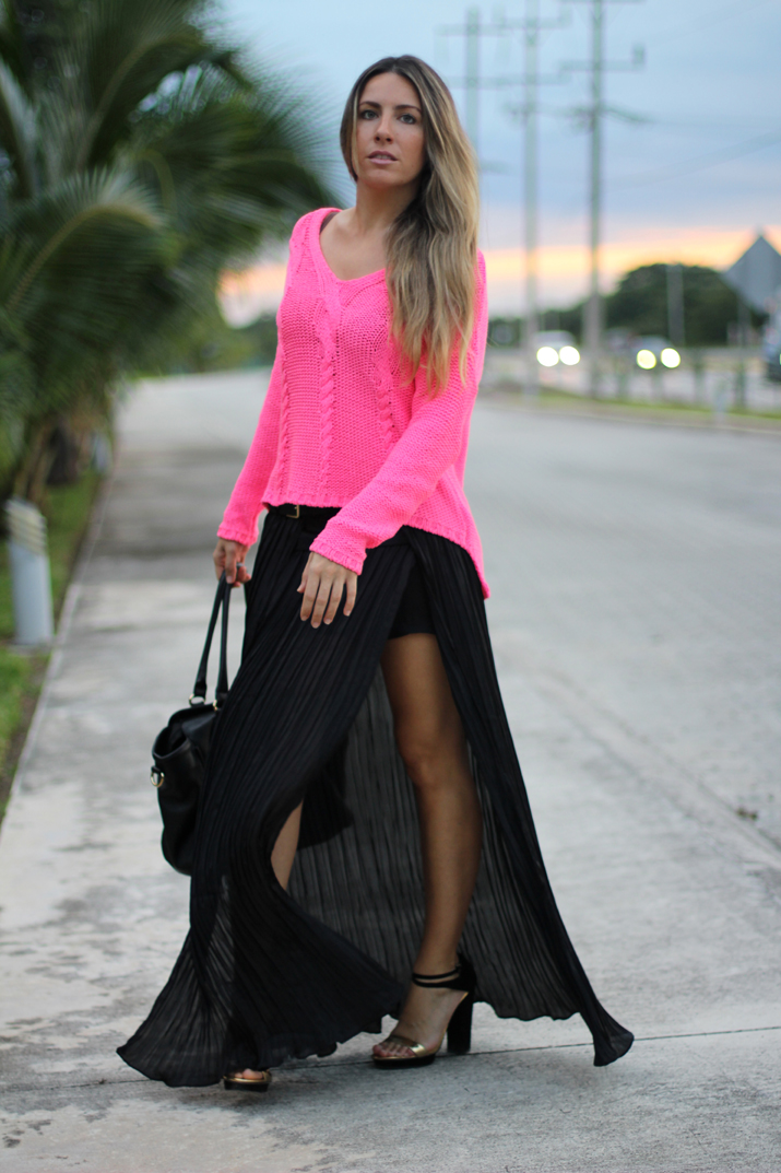 Pleated opened skirt blogger