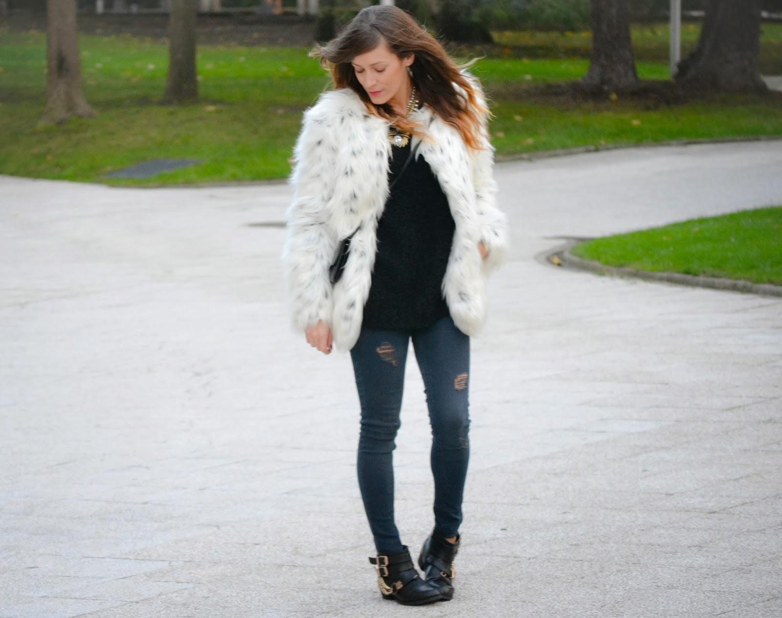 Look abrigo de pelo blanco