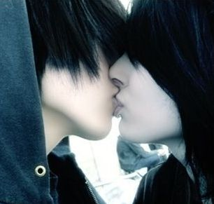 Foto emo ciuman bibir