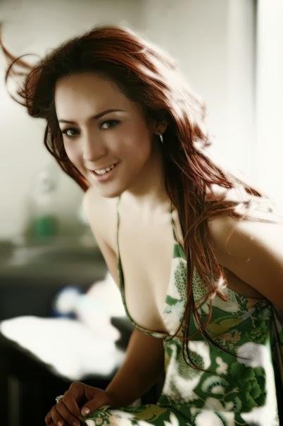 3020 1051803055384 486366 n Foto hot sexy Regina Andriane Saputri jubir farhat abbas