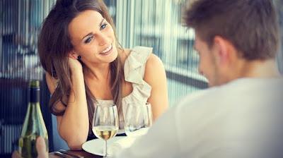 bahasa tubuh wanita menyukai pria