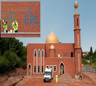 Islamophobia | MASJID DICONTENG LAMBANG NAZI ( Kuffar Yang X Reti Menghormati Agama Orang Lain )